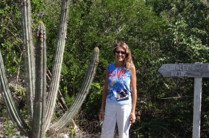 Cactus, Lori and Ruins sign (which is not pointing to Lori)