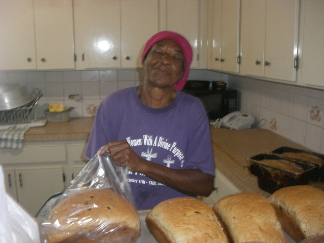 Mom (Lorraine's mom) bags up our cinn/raisin bread.