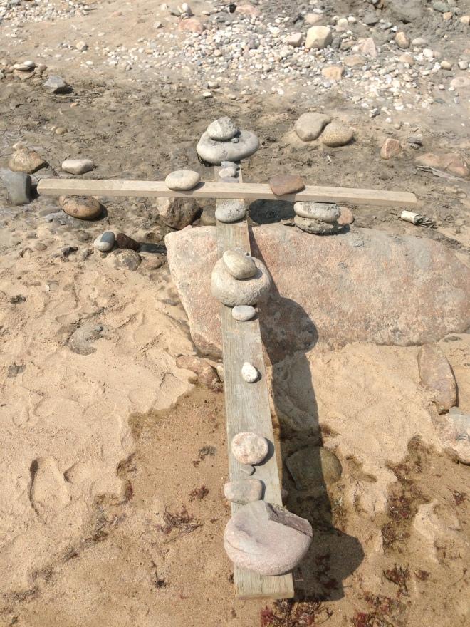 A balancing cross cairn