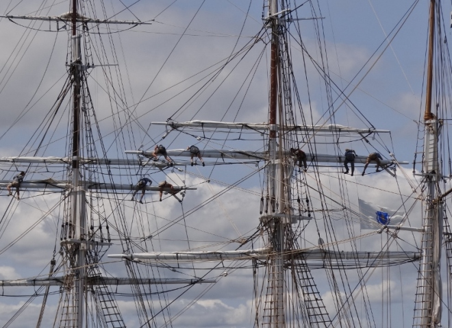 The crew looks like spiders in a net after a fruitless attempt to sail