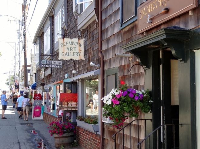 Strolling, shopping and eating are easy to enjoy along Bearskin Neck