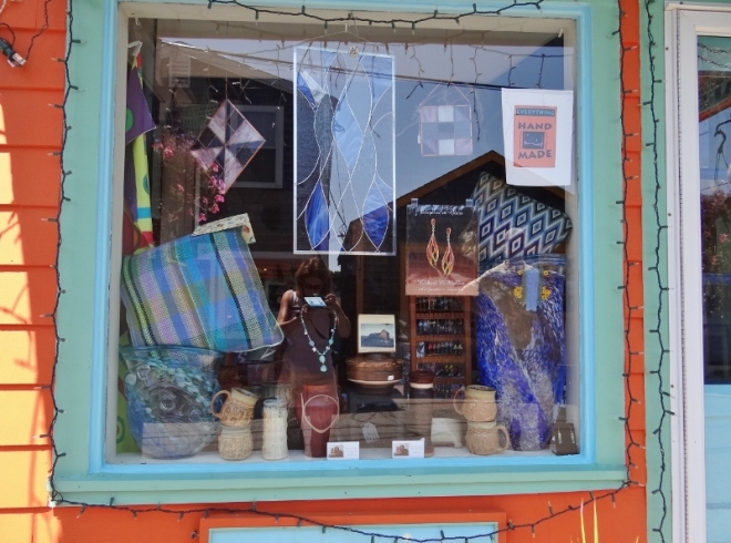 One of many artsy window displays along Bearskin Neck