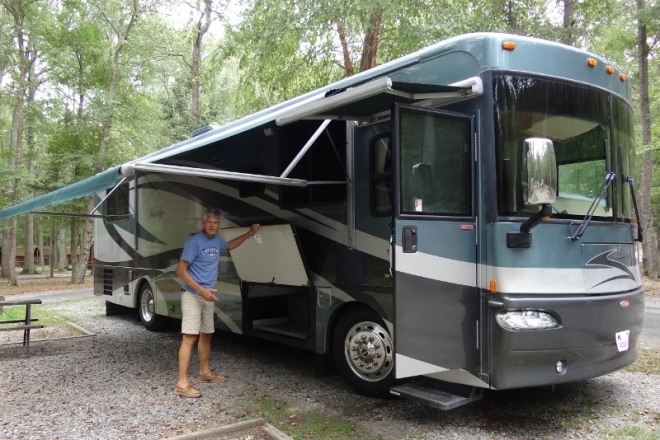 At our first RV park we tested out everything possible and thought we had so much storage- ha!